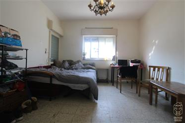 New exclusively in a 3-room apartment full of potential in Nachlaot!!
