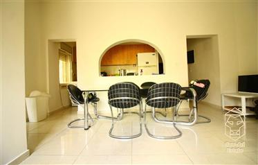 Charming 4 Room Apartment For Sale In Shaarei Chessed!!