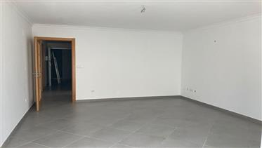 Apartamento T3 com garagem