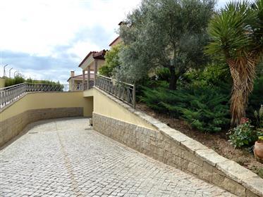 Moradia V4 nova, 2310 m2 de terreno. Portugal, Mirandela.
