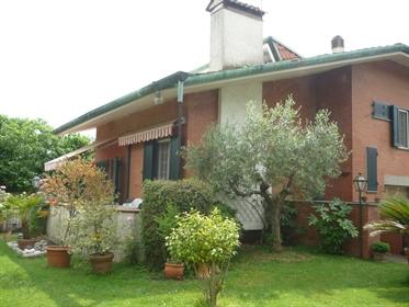 Villa singola in vendita a Montignoso, in buono stato - Rif. V 4211 Cinquale
