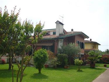 V4211 Villa singola a Montignoso (Ms)
