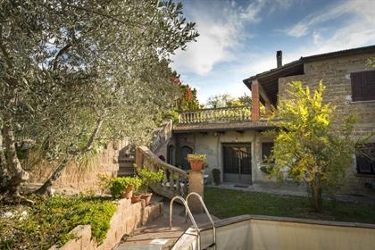 Rustico/Casale/Corte di 300 m2 a Volterra