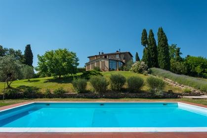 Rustico/Casale/Corte di 340 m2 a San Gimignano