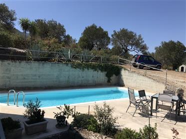 Μοντέρνα βίλα με πισίνα και υπέροχη θέα