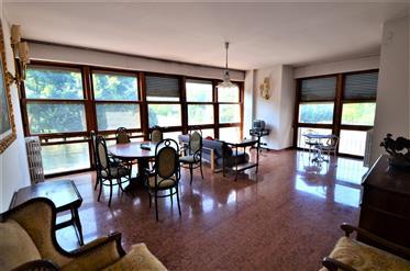 Florence, bel appartement au bord de l'Arno