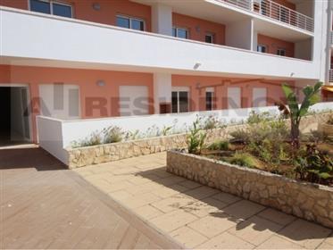 Apartamento novo dois quartos localizado no rés do chão a 400 metros da Praia em Armação de Pêra ins