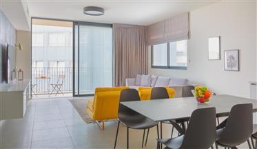 למכירה דירה היסטרית בקרבת בוגרשוב במרחק הליכה מהים!