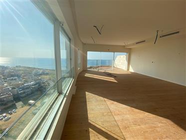 דירה מדהימה עם נוף מלא לים - גלי הים