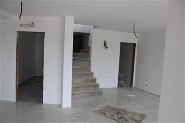Κατοικία : 157 τ.μ.