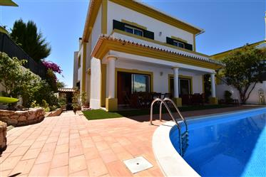 Villa 8 Divisões, Piscina, Garagem, Praia 1,3 Km, Alvor