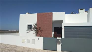 Moradia T4, Jardim, Piscina, Garagem, Golfe 5 km
