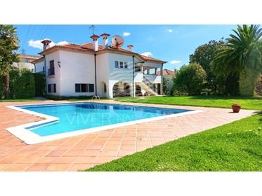 Offre d'office, excellente villa avec 4 suites avec placards, placard, piscine, jardin, ba...