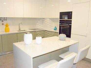 Apartamento T4 novo, com garagem, na Póvoa de Varzim.