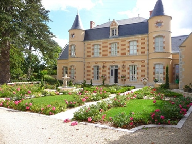 19Th century chateau with swimming pool on closed ground 3615 m2