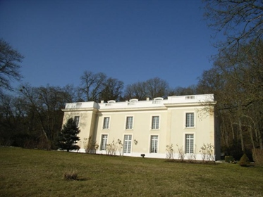 19Th century chateau on 6ha 66a 24ca of parkland and woods