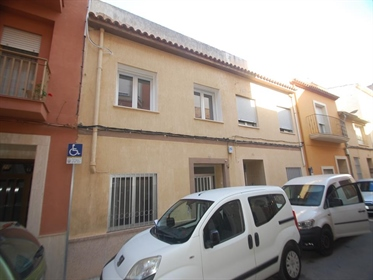 This house is located in the village of Pego, in walking distance of all amenities such as...