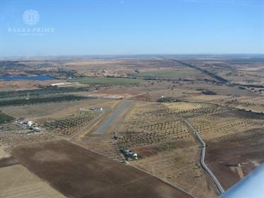 Excelente Moradia com Aeródromo Certificado inseridos em propriedade com 30 hectares no Sul de Portu