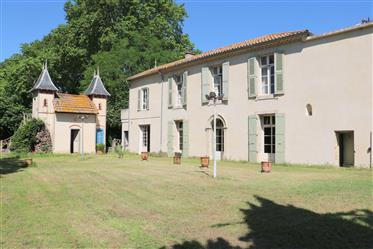 Exclusive rights. Beziers Centre, bordering the Canal du Midi. 18Th century property with a beautifu