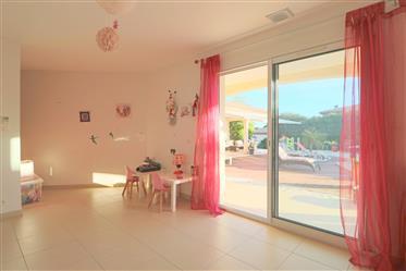 Maison contemporaine de 203 m2 habitables de plain-pied au Golf de Saint Thomas