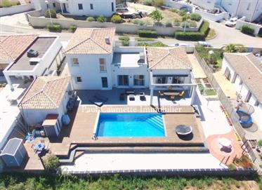 Contemporary architect house, ideally located in the residential area of the Golf Saint Thomas