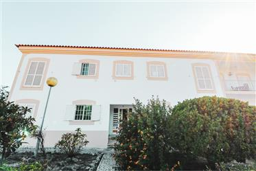 3 bedroom apartment located in prime area of Sesimbra
