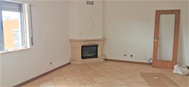 Apartamento T2 com excelentes áreas e localização priveligiada