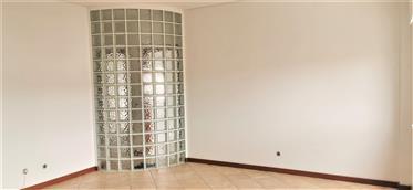 Appartement de 2 chambres avec d'excellentes zones et un emp...