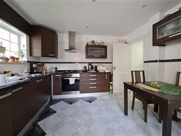 Appartement de 3 chambres avec d'excellentes zones. Bonne condition