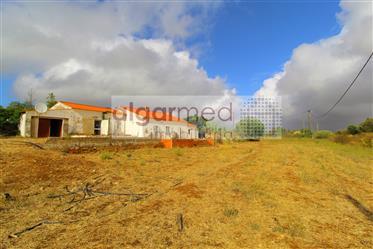 Algarve - Alcantarilha - Casa para recuperar, com vistas para o Amendoeiras Golf