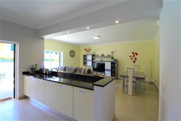 Algarve - Algoz - Encantadora moradia em banda T3+1 para venda perto do Algoz