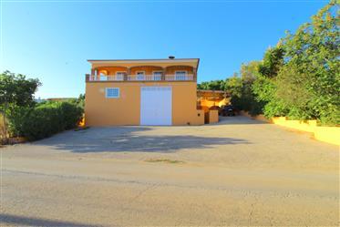 Algarve - Silves - Moradia T3 espaçosa para venda, com um grande armazém em baixo