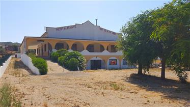 Algarve - Alte - Restaurant à vendre avec un appartement de 4 chambres