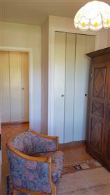 Appartement T5 de 118m² avec ascenseur en dernier étage avec 2 terrasses et 2 stationnements