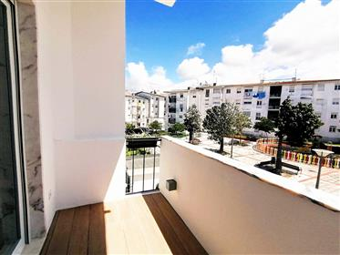 Renovated Two-Bedroom Flat In Alcochete