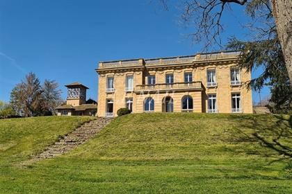 Séduisant château néoclassique en Bourbonnais