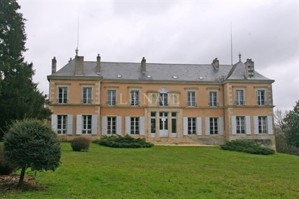 Beau château à vendre dans le Poitou.