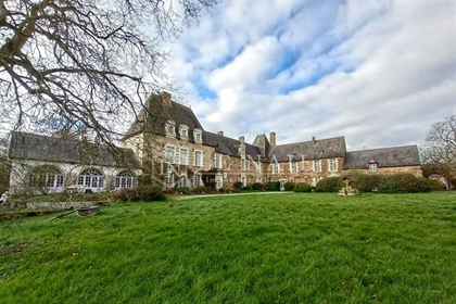 Large listed 15th and 17th c. Manor house in Britany