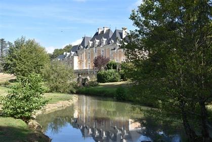 Magnifique château à vendre aux portes de Poitiers.