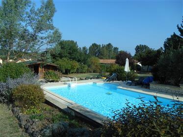 Exclusivité Très belle contemporaine impeccable quartier recherché très calme dans Montignac