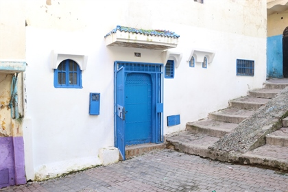 Charming well-located property with sea views in the Kasbah....