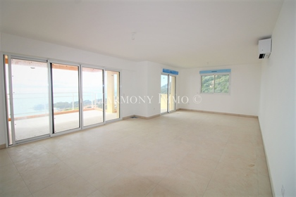 Large luxury duplex with exceptional sea view