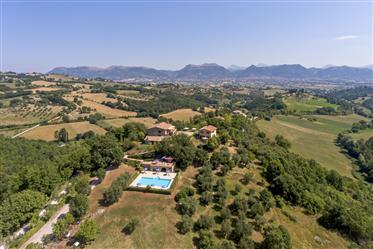 Vue de Gubbio - activité d'hébergement à vendre en Ombrie