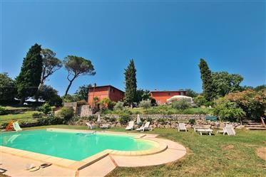 Ferme avec piscine à vendre - The Red Poggio