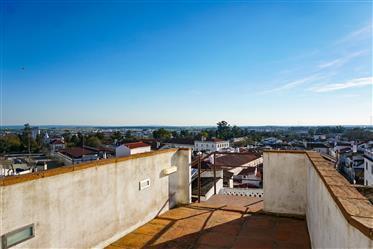 Centenary building in the Historic Center of Évora