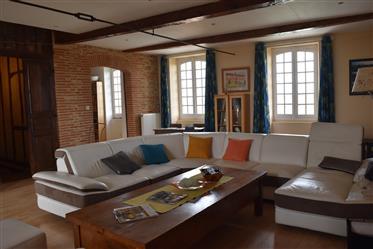 Caracter property 280 m² - garden - Pool