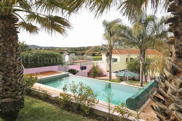 Maison de campagne, quatre chambres, piscine, garage
