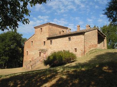 Splendido casale a poca distanza da Urbino
