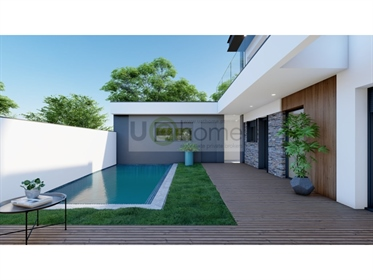 Moradia T4 com piscina e vista em construção