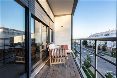 Apartamento T2 c/ Box- Av. Zeca Afonso
